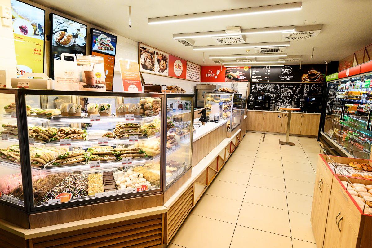 Prodejna Hello! na pražském Hlavním nádraží
