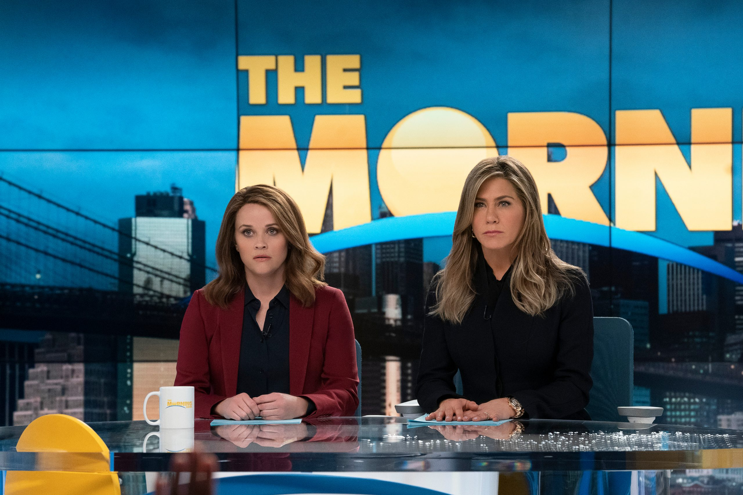 Jennifer Aniston a Reese Witherspoon v The Morning Show. Foto: Apple