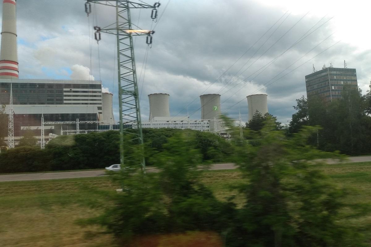 Za nejhezčí pohled na svět jsem označil ten z venkovského stadionu. Ovšem – krajince z vlaku nesahá ani po nárty!