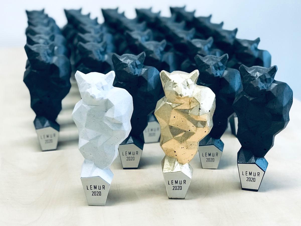Letošní trofeje v podobě lemura