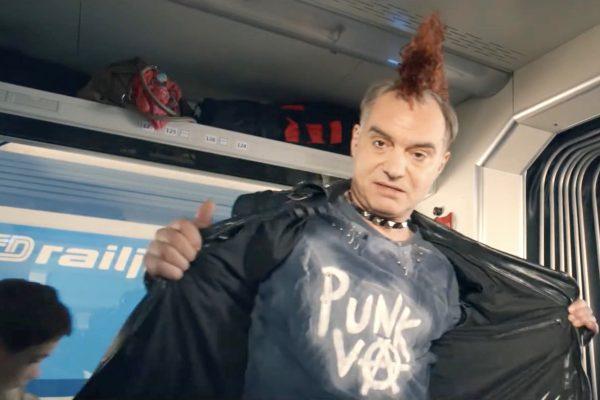"""""""Bourák"""" Trojan je v nové reklamě Českých drah pankáč, který jede na Punkvu"""