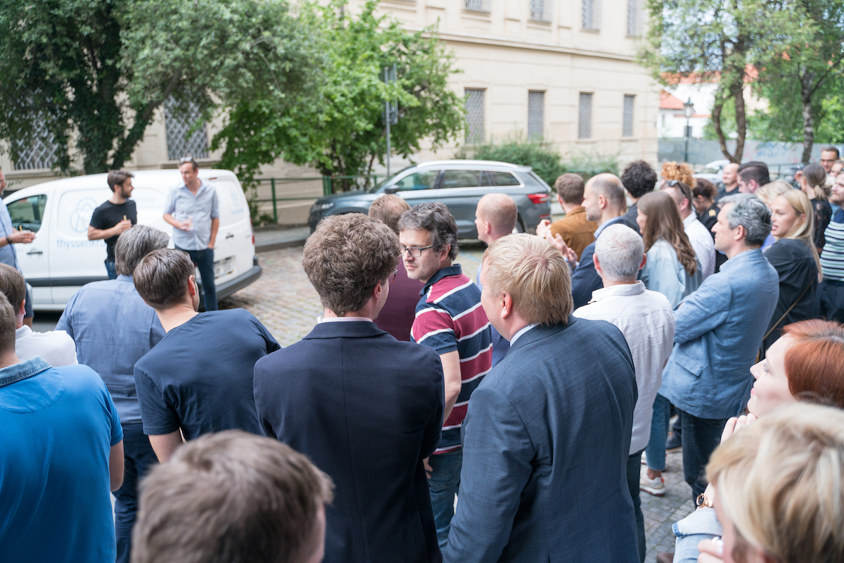 Z červnového křtu časopisu I v pražském baru Public Interest. Foto: Philip Arthur Kiulpekidis