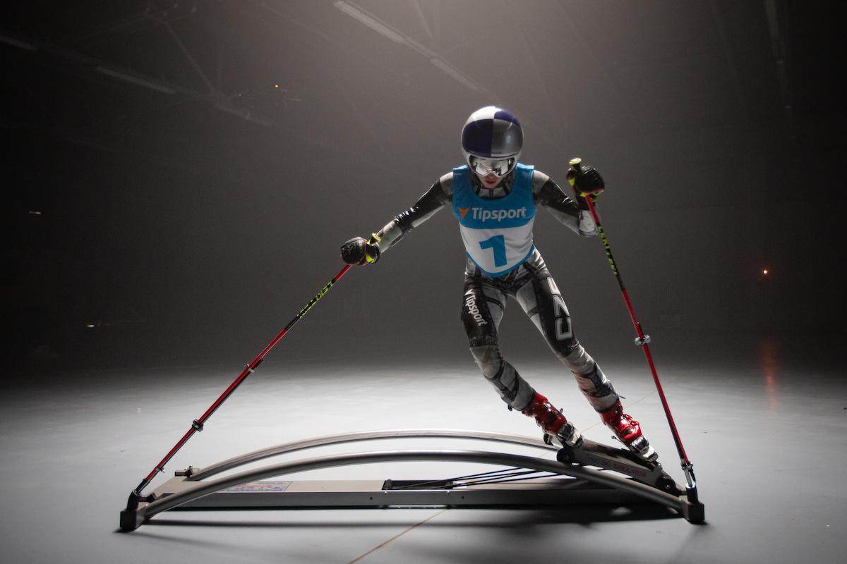 Ester Ledecká na lyžařském simulátoru v kampani Tipsportu