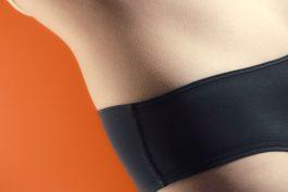 Menstruační kalhotky Snuggs se v reklamě snaží detabuizovat menstruaci