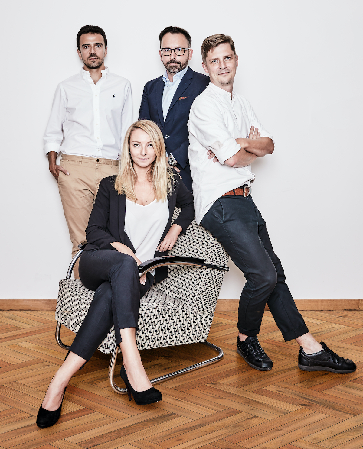 Zleva Lazo Raftovski, Tomáš Kopečný, Roman Číhalík, uprostřed Barbora Hájková