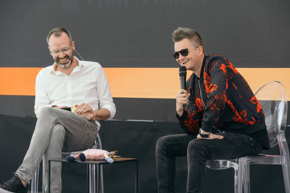 Kamil Bartošek alias Kazma v rozhovoru s Ondřejem Austem. Foto: Lukáš Neasi