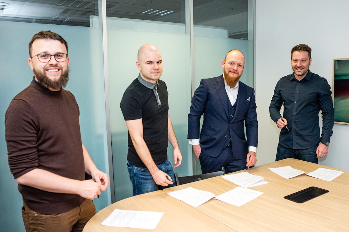 Zakládající členové Asociace softwarových agentur při podpisu listin