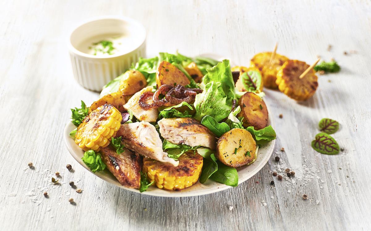 Nejprodávanějším produktem salaterií Ugo je farmářský salát s kuřecím