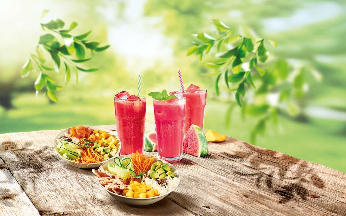 Novinkou léta jsou nápoje z melounu a misky poke