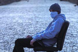 Novináři knižně shrnují pandemii a hledají budoucnost Česka
