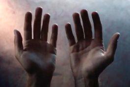 """""""Ruce fungují krásně. Jednoduché, silné, kontroverzní"""""""
