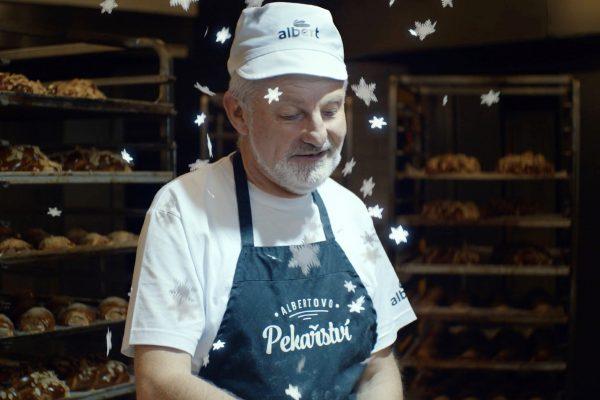 """""""Ať sněží díky."""" Albert vůbec poprvé pouští kampaň pro své lidi veřejně, do televize"""