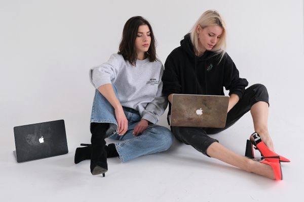 Heels Make Deals uvádí kamenné kryty MacBooku