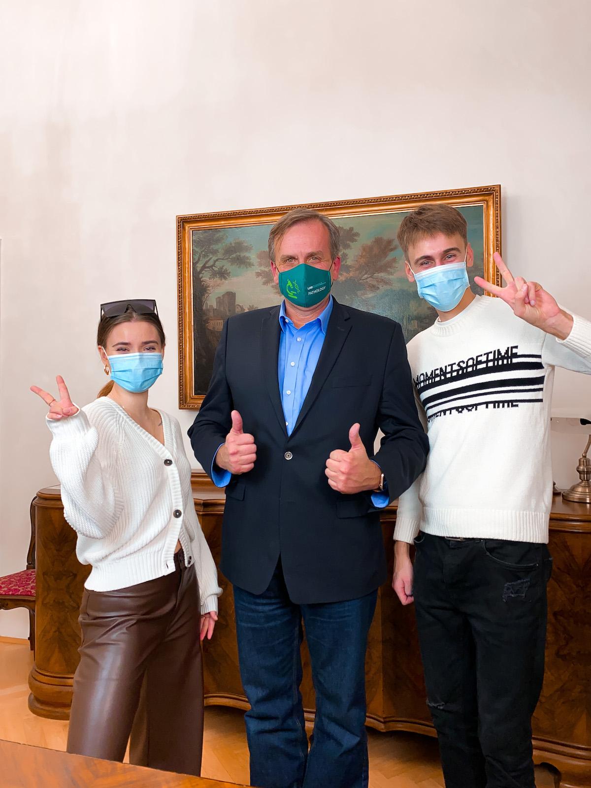 Anna Šulcová, imunolog Zdeněk Hel, Jakub Gulab. Foto: Úřad vlády ČR