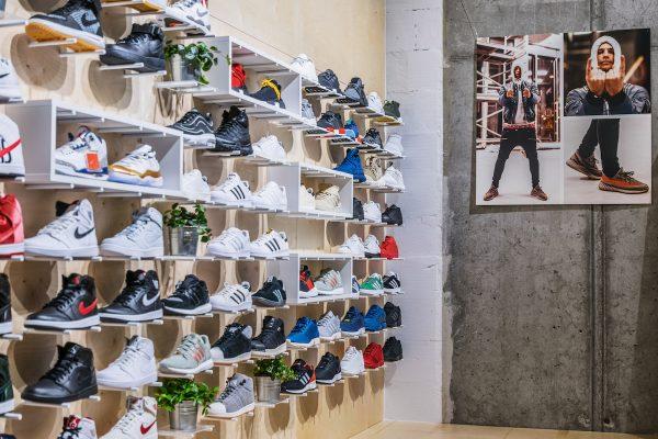 Footshop kupuje největšího konkurenta Queens