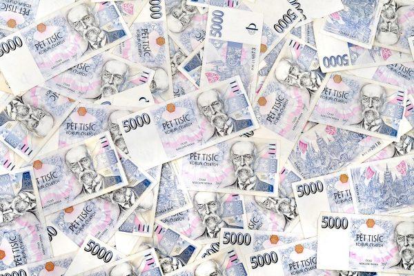 Investice do reklamy loni neklesly, dosáhly téměř 120 miliard Kč