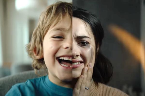 """""""Život je lepší, když jsme spolu,"""" říká spot ke spojení pojišťoven Uniqa a Axa"""
