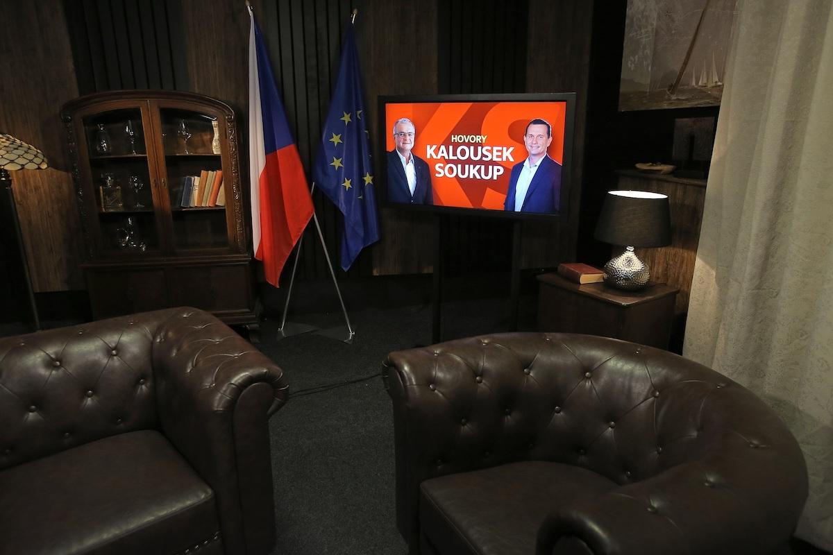 Studio chystaného pořadu Hovory Kalousek Soukup. Foto: TV Barrandov