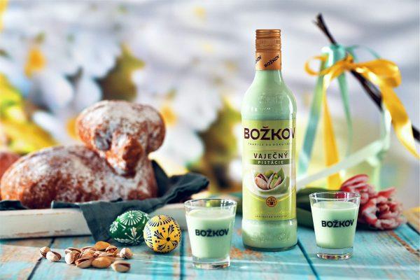 Božkov uvádí před Velikonocemi na trh pistáciový vaječný likér