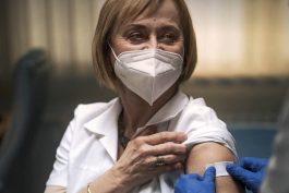 Očkovací kampaň startuje, cílí na váhající a seniory. Spoty namluvil Táborský