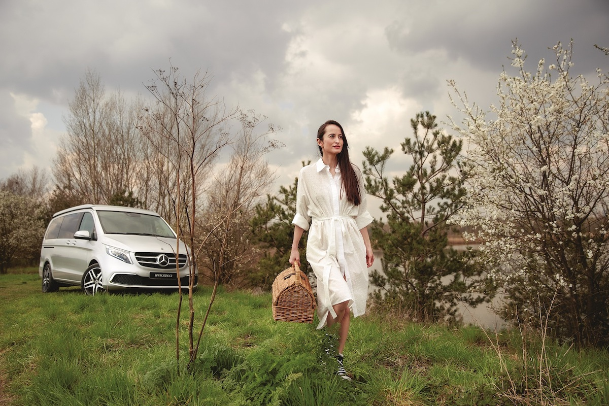 Veronika Hong ve fotostory s Mercedesem