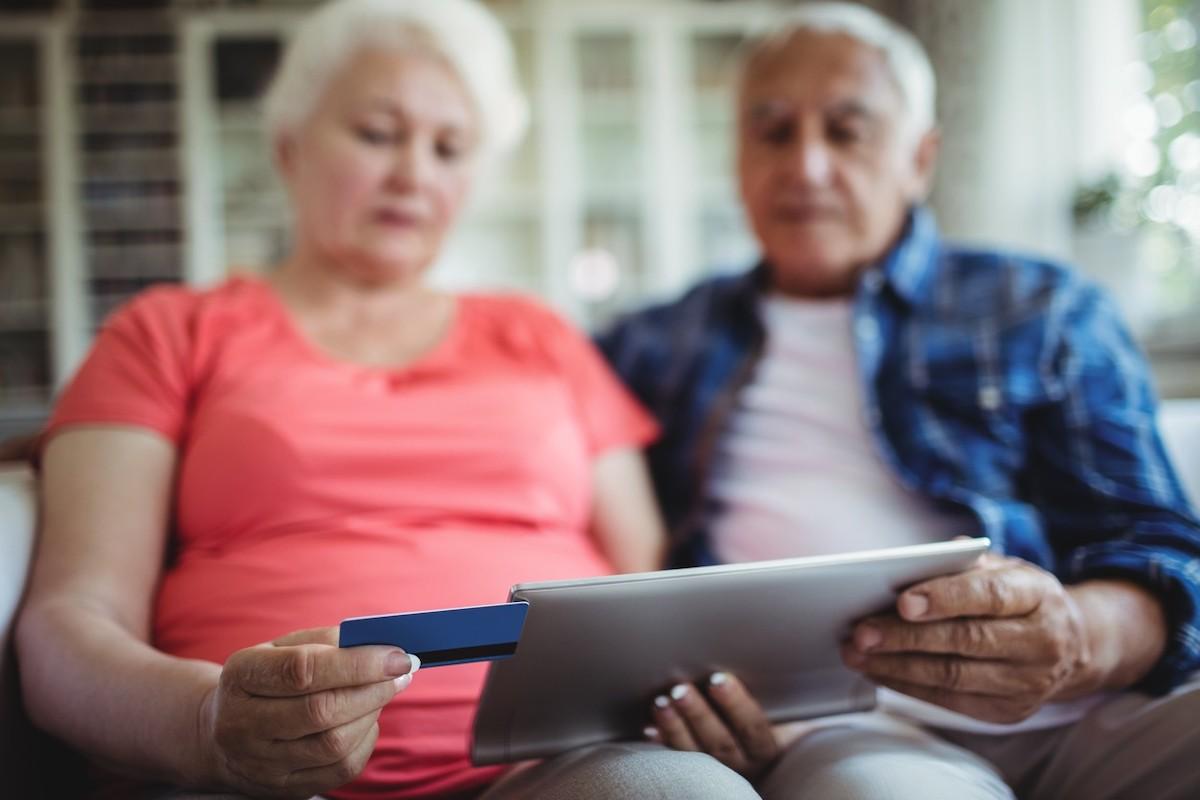 Seniorů na internetu přibývá. A nakupují. Ilustrační foto: Profimedia.cz