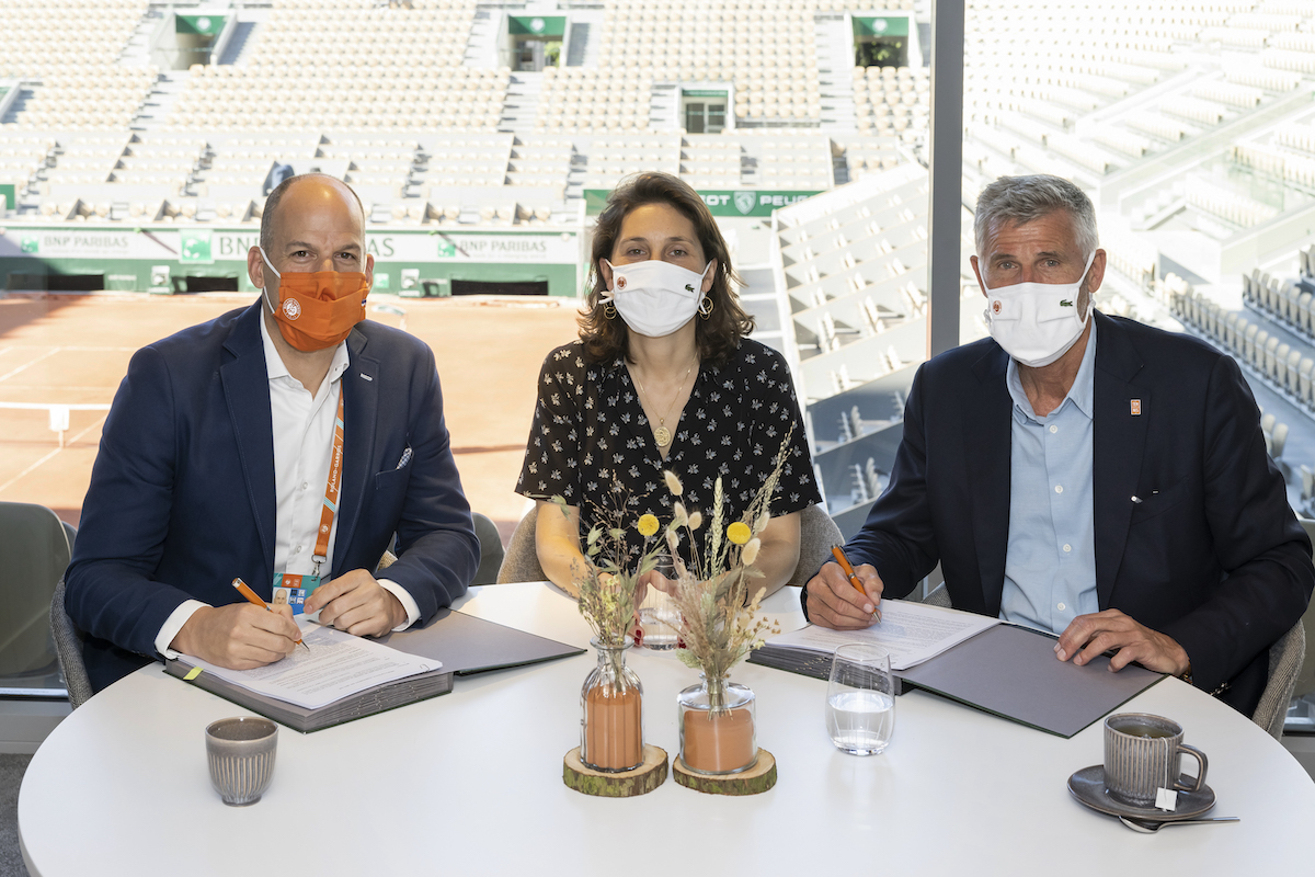 Zleva Andrew Georgiou (president, Eurosport and Global Sports Rights & Sports Marketing Services), Amélie Oudéa-Castéra (chief executive officer, FFT), Gilles Moretton (president, FFT). Foto: Discovery