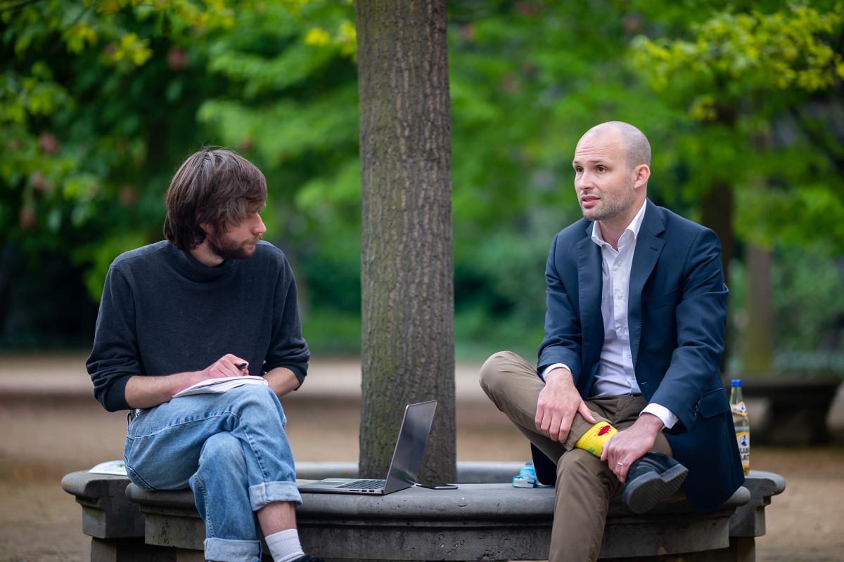 Jakub Jetmar a Jakub Eberle hovoří. Foto: Vojta Herout