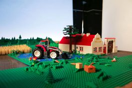 Lego posílá děti i své hrdiny na prázdniny, v komiksové kampani od Ogilvy