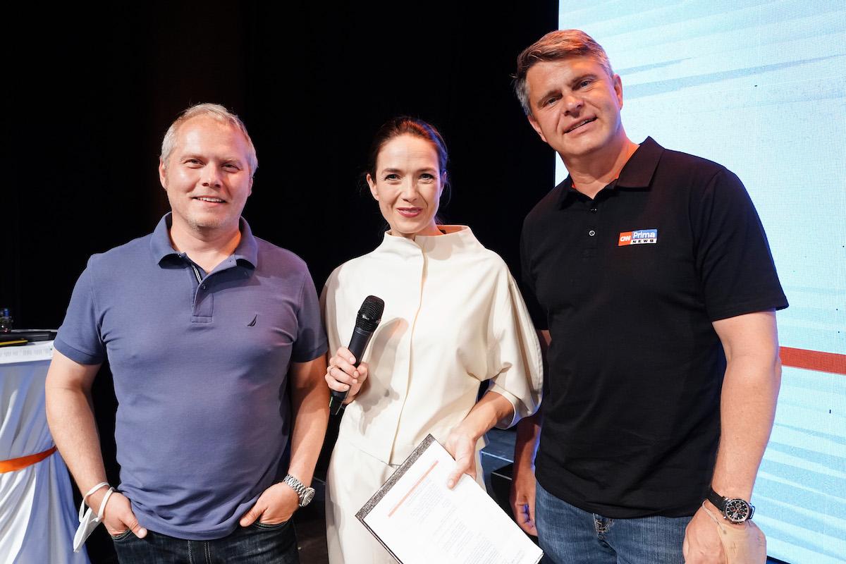 S šéfem Primy Markem Singerem (vpravo) vystoupili na tiskové konferenci také programový ředitel Roman Mrázek a moderátorka Tereza Kostková. Foto: TV Prima