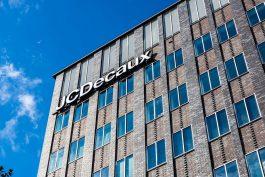 Z Prahy zmizí samostatně stojící reklamní vitríny od JCDecaux