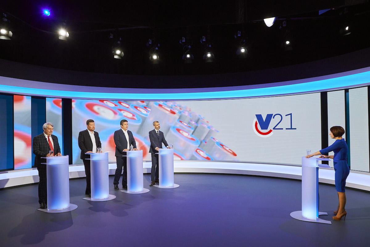 Podvečerní debatu menších stran uváděla Bára Divišová. Foto: TV Nova