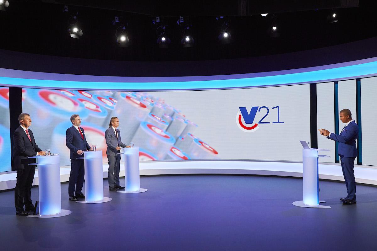 Debatu lídrů moderoval Rey Koranteng. Foto: TV Nova
